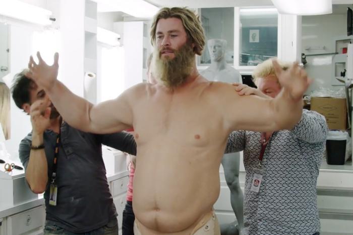 """""""Thor béo"""" có chiếc bụng đầy đặn nặng đến gần 30kg."""