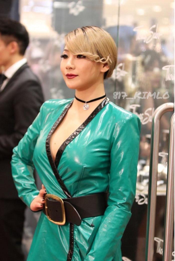 Cười xỉu với 7 idol Kpop có gương mặt lúc nào cũng 'như hận cả thế giới'