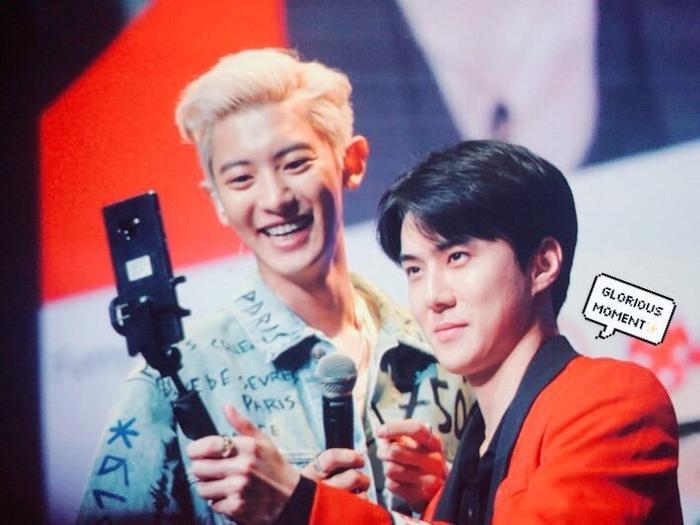 Sehun và Chanyeol tại sự kiện.