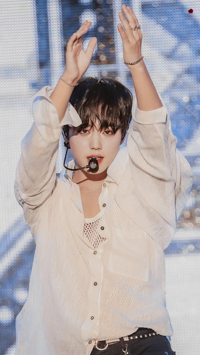 Jihoon tại đêm nhạc hội.