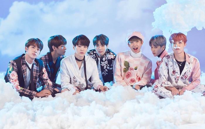 BTS là đại diện duy nhất của Hàn Quốc góp mặt trong top 10 với lượng follow ảo sương sương… 47%.