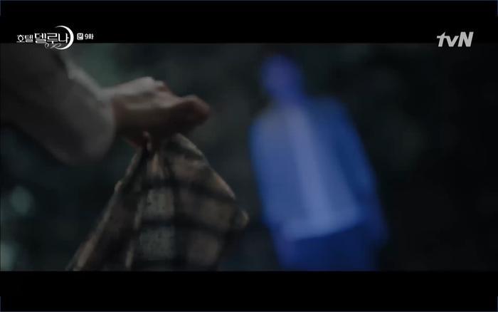 Phim Hotel Del Luna tập 9: IU tan biến ngay trước mắt Yeo Jin Goo, Lee Tae Seo tái sinh thành cảnh sát? ảnh 42