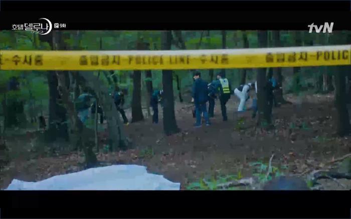 Phim Hotel Del Luna tập 9: IU tan biến ngay trước mắt Yeo Jin Goo, Lee Tae Seo tái sinh thành cảnh sát? ảnh 44