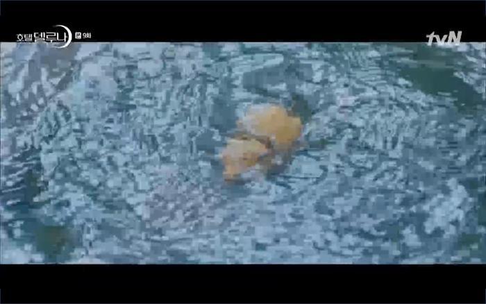 Phim Hotel Del Luna tập 9: IU tan biến ngay trước mắt Yeo Jin Goo, Lee Tae Seo tái sinh thành cảnh sát? ảnh 35