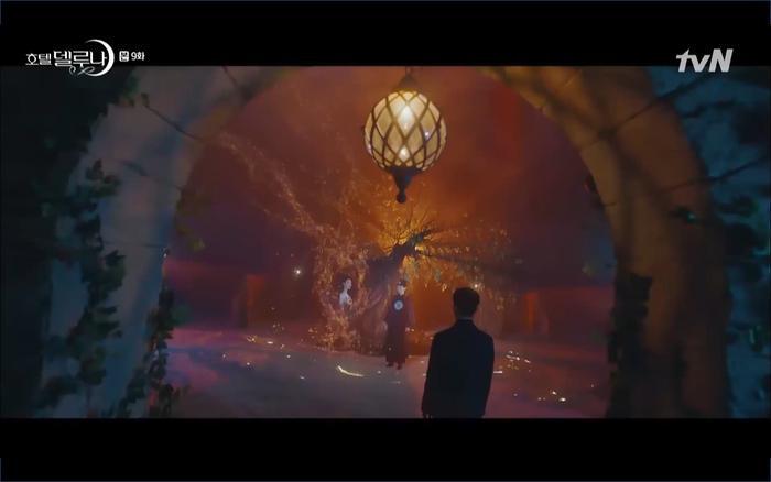 Phim 'Hotel Del Luna' tái sintập 9: IU tan biến ngay trước mắt Yeo Jin Goo, Lee Tae Seonh thành cảnh sát?