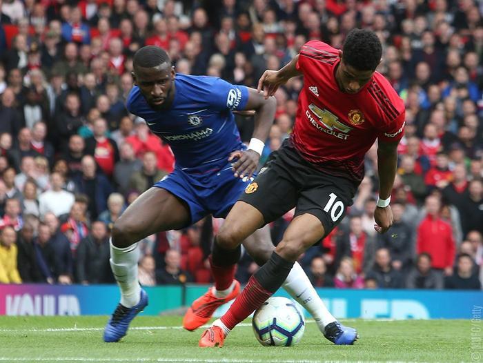 Hàng công của M.U lẫn Chelsea không được đánh giá cao.