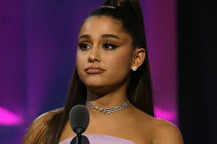 Chắc là do bận quá nên Ariana Grande mới cộc cằn như vậy thôi mà.
