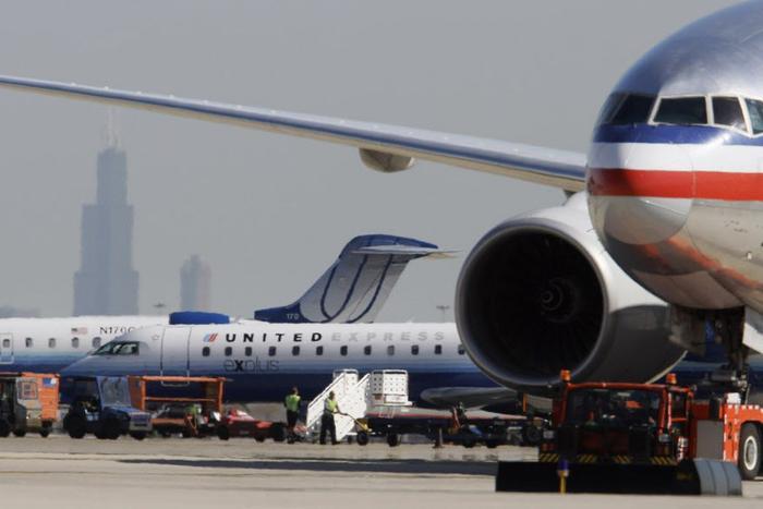 Nữ tiếp viên đã bị hãng hàng không Air Wisconsin (một nhánh hàng không khu vực trực thuộc hãng United và United Express) sa thải. Ảnh: Chicago Sun Times.