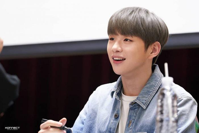 Báo Hàn cho biết, hôm nay Kang Daniel sẽ rời khỏi khu UN Village và chuyển đến chỗ ở mới.