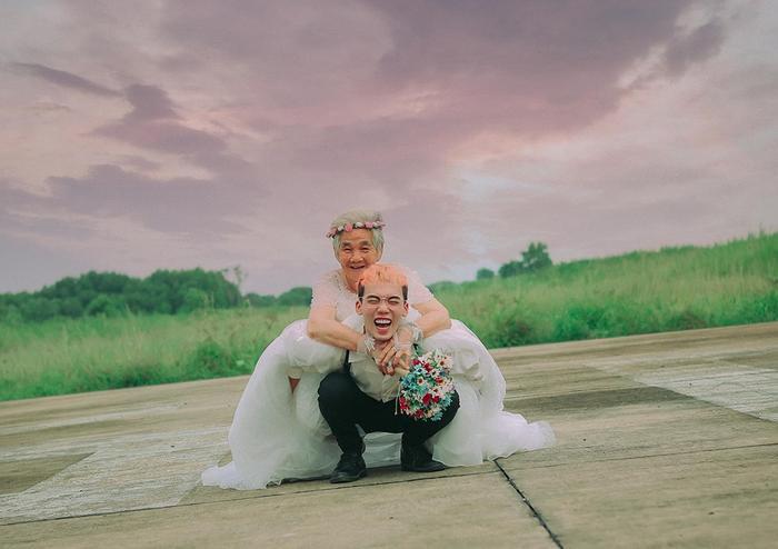 Xúc động bộ ảnh cưới bà nội  cháu trai: Đời người con gái đẹp nhất là khi khoác lên mình bộ váy cưới ảnh 16