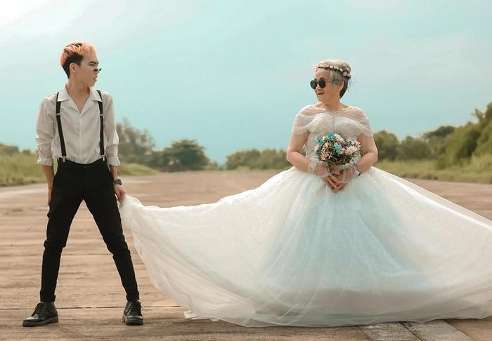 Xúc động bộ ảnh cưới bà nội  cháu trai: Đời người con gái đẹp nhất là khi khoác lên mình bộ váy cưới ảnh 6