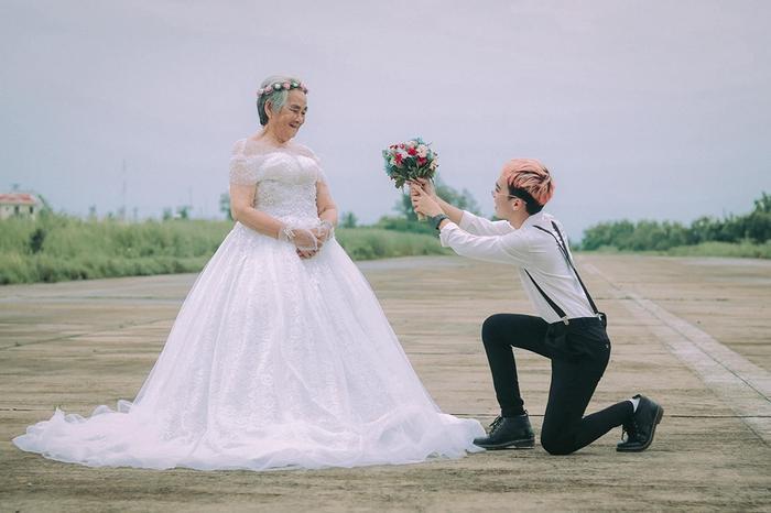 Xúc động bộ ảnh cưới bà nội  cháu trai: Đời người con gái đẹp nhất là khi khoác lên mình bộ váy cưới ảnh 8