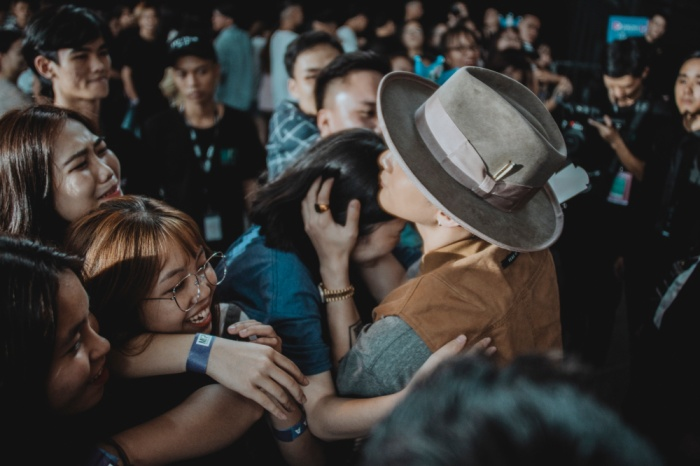 Fan nữ đưa mẹ đến để xin kết hôn và đây là phản ứng của Sơn Tùng M-TP ảnh 10