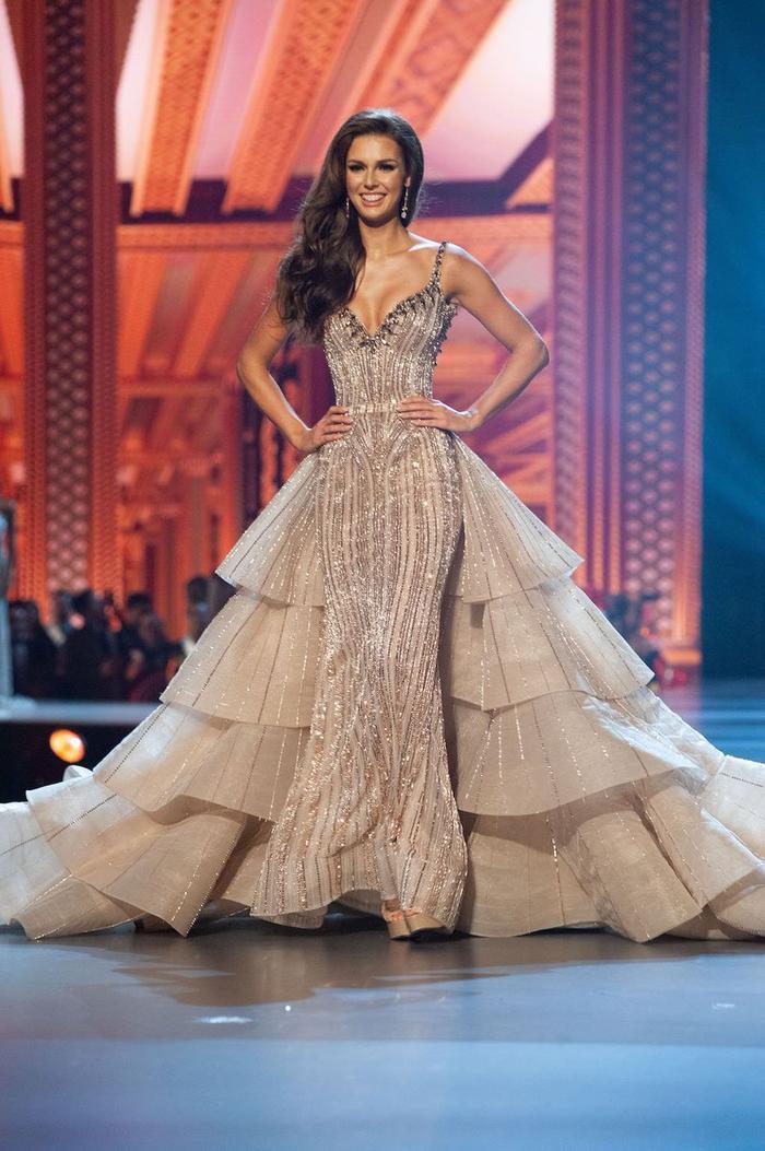 Xếp trên H'Hen Niê một bậc là màn trình diễn của top 10 Miss Universe 2018 –Marta Stepien người Canada.