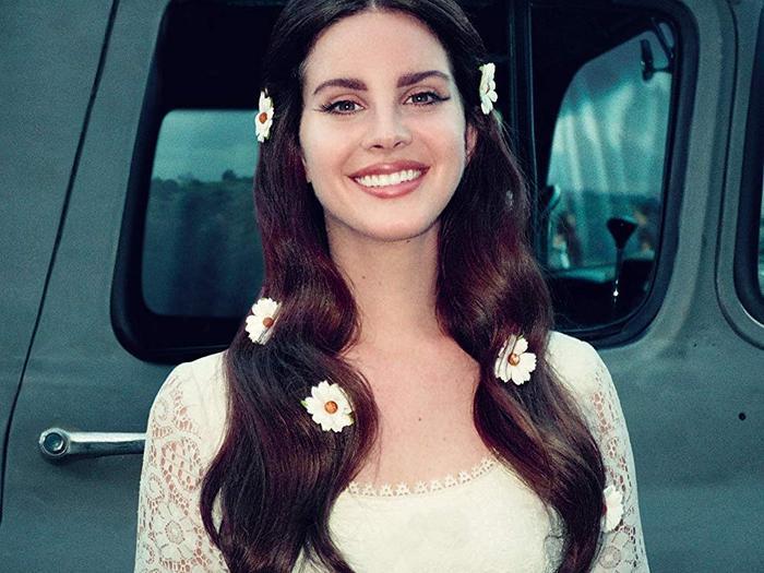 Song song với các hoạt động âm nhạc, nữ ca sĩ vẫn tiếp tục thực hiện các hoạt động thiện nguyện.