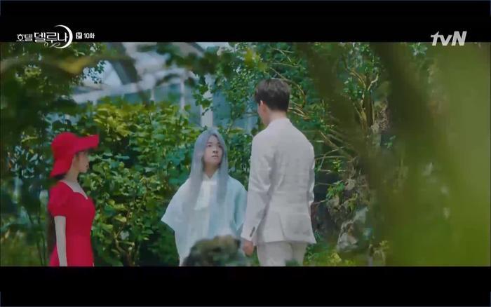 Phim Hotel Del Luna tập 10: Yeo Jin Goo vừa được phục chức hoa thần đã nở báo hiệu cái chết cận kề của IU? ảnh 2