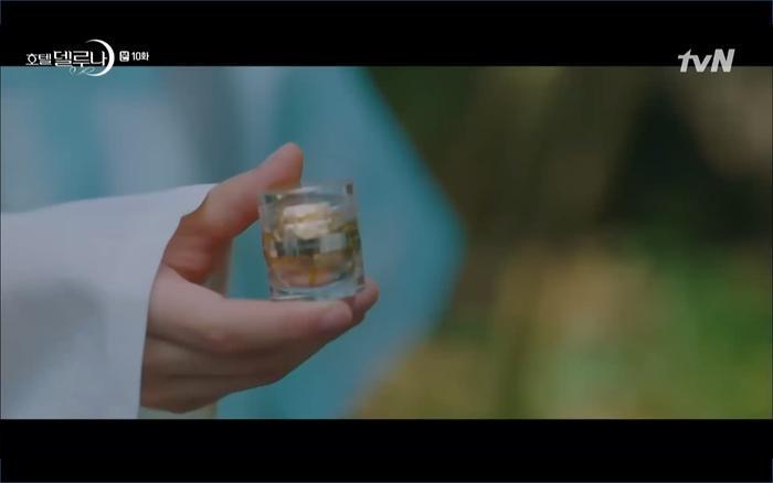 Phim Hotel Del Luna tập 10: Yeo Jin Goo vừa được phục chức hoa thần đã nở báo hiệu cái chết cận kề của IU? ảnh 3