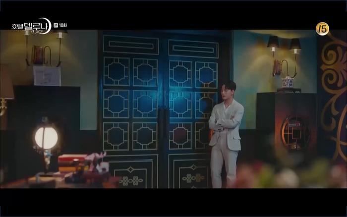 Phim Hotel Del Luna tập 10: Yeo Jin Goo vừa được phục chức hoa thần đã nở báo hiệu cái chết cận kề của IU? ảnh 11