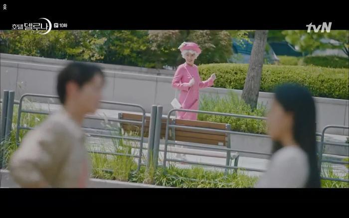 Phim Hotel Del Luna tập 10: Yeo Jin Goo vừa được phục chức hoa thần đã nở báo hiệu cái chết cận kề của IU? ảnh 27