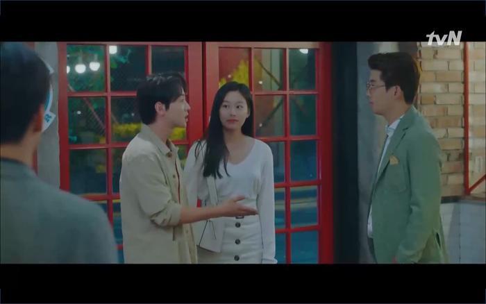 Phim Hotel Del Luna tập 10: Yeo Jin Goo vừa được phục chức hoa thần đã nở báo hiệu cái chết cận kề của IU? ảnh 32