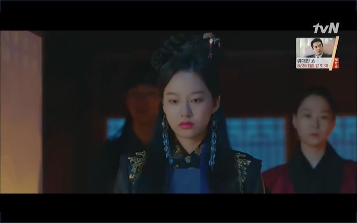 Phim Hotel Del Luna tập 10: Yeo Jin Goo vừa được phục chức hoa thần đã nở báo hiệu cái chết cận kề của IU? ảnh 34