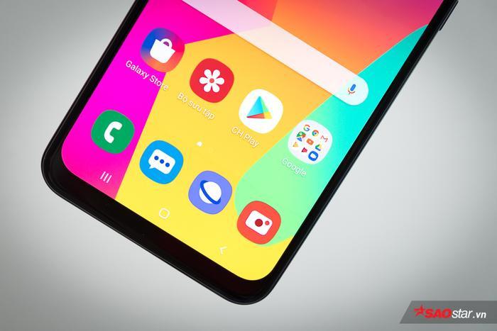 Samsung Galaxy M30 xứng đáng nhận được một lời khen tặng dành cho viên pin kích thước lên tới 5.000 mAh mà nó sở hữu. Chiếc điện thoại này ngoài ra còn được tặng kèm củ sạc nhanh 15W, tương tự như trên chiếc Samsung Galaxy S10, hứa hẹn hoàn thiện thêm trải nghiệm về pin. Ở tầm giá này, có lẽ khó có thể tìm được một chiếc điện thoại nào có viên pin ấn tượng như chiếc M30.