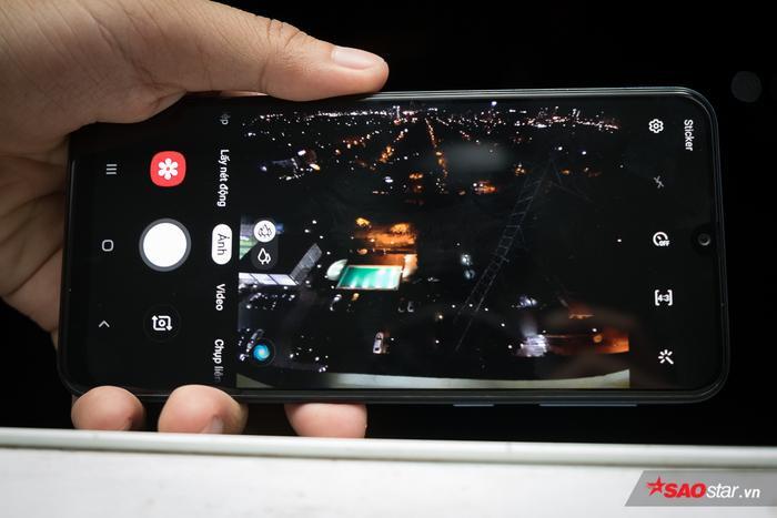 Rõ ràng, khả năng chụp hình sẽ là điểm mạnh vượt trội của chiếc Samsung Galaxy M30 trên một phân khúc thị trường ngày càng đông đúc những chiếc điện thoại ấn tượng.