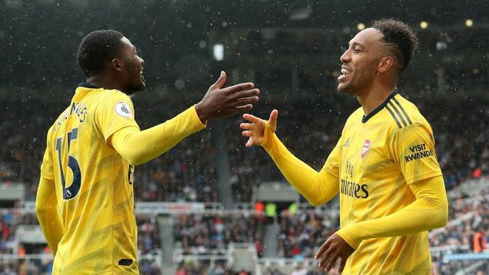 Các cầu thủ Arsenal chủ động chơi chậm lại nhằm bảo toàn tỉ số.