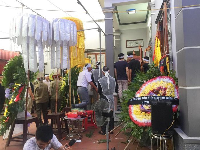 Người thân đã tổ chức lễ tang cho ông nội Quang Hải.