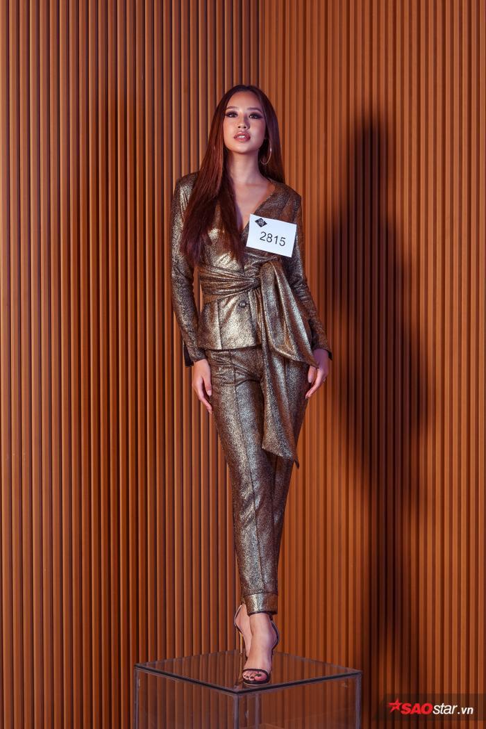 Tường Linh sở hữu chiều cao 1,76m đáng ngưỡng mộ, cô cho biết mình đã làm mẫu được 1 năm và Siêu mẫu Việt Nam 2019 là cuộc thi đầu tiên mình thử sức.