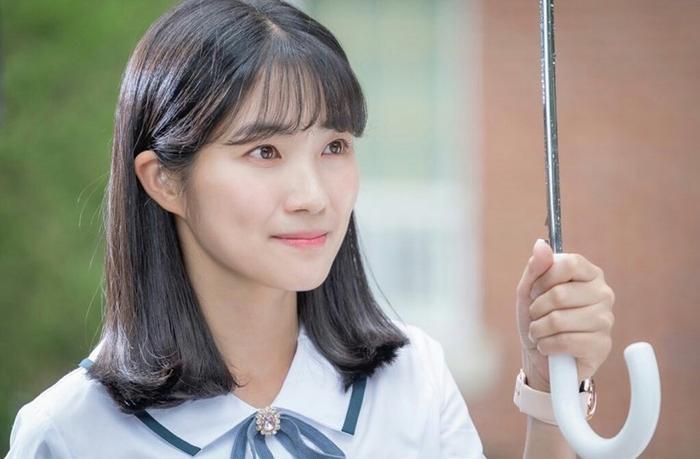 Kim Hye Yoon hồn nhiên và xinh đẹp trong tạo hình nữ sinh trung học