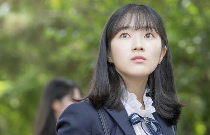 Kim Hye Yoon hồn nhiên và xinh đẹp trong hình ảnh đầu tiên của bộ phim July Found By Chance ảnh 1