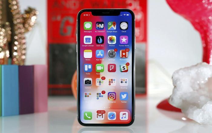 Apple kiếm được tối thiểu 500 USD (khoảng 11,6 triệu đồng) cho mỗi chiếc iPhone trong nhiều năm qua. (Ảnh: Engadget)