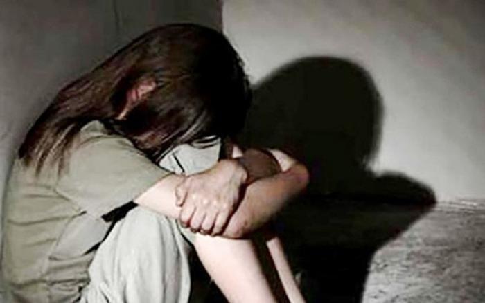 Gã trai nhiều lần xâm hại bé gái 12 tuổi đến mang thai. (Ảnh minh họa).
