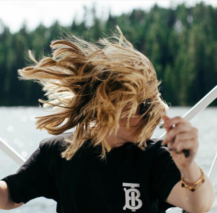 Đây là style chụp ảnh tóc gió thôi bay?