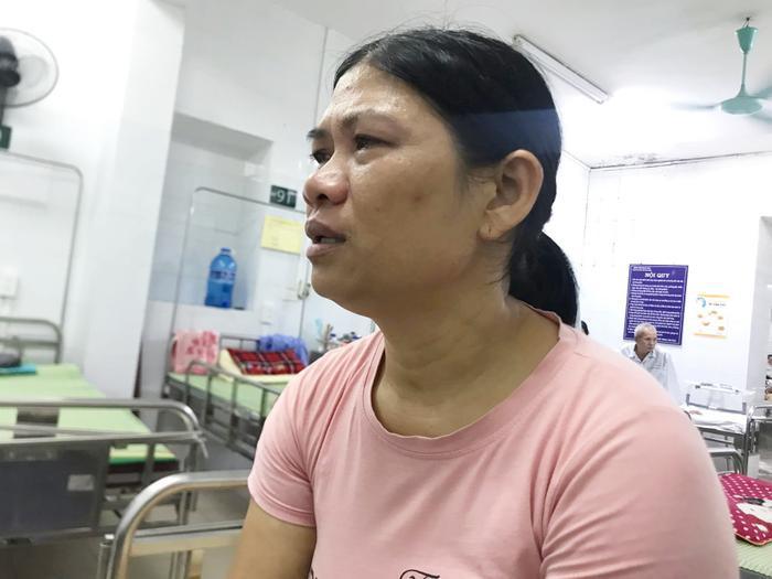 Bà Tươi bật khóc kể về ngày con trai gặp nạn.