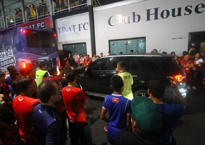 Điều đó đồng nghĩa với việc trong trường hợp án phạt được đưa ra ở mức cao nhất, Trat FC sẽ phải nộp số tiền phạt lên tới 140.000 baht (tương đương 105 triệu đồng).