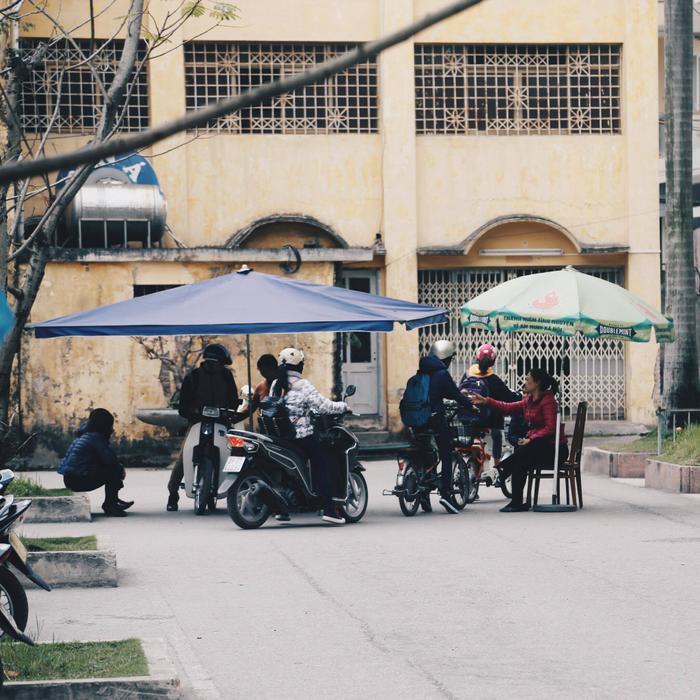 Những ngày đông Hà Nội, áo ấm trùm kín rồi thong dong chạy xe, hít thở không khí Hà Nội thì còn gì bằng