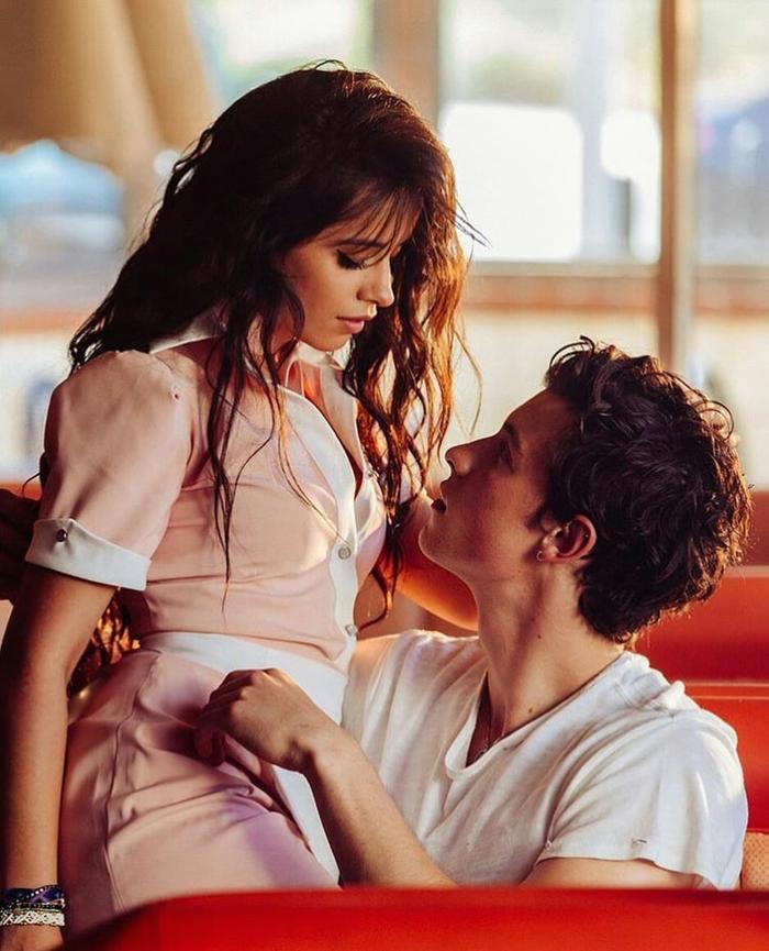 """Senorita - bản hit đình đám của cặp đôi """"friendzone"""" Camila Cabello và Shawn Mendes."""