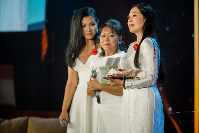Ca sĩ Phương Vy và mẹ
