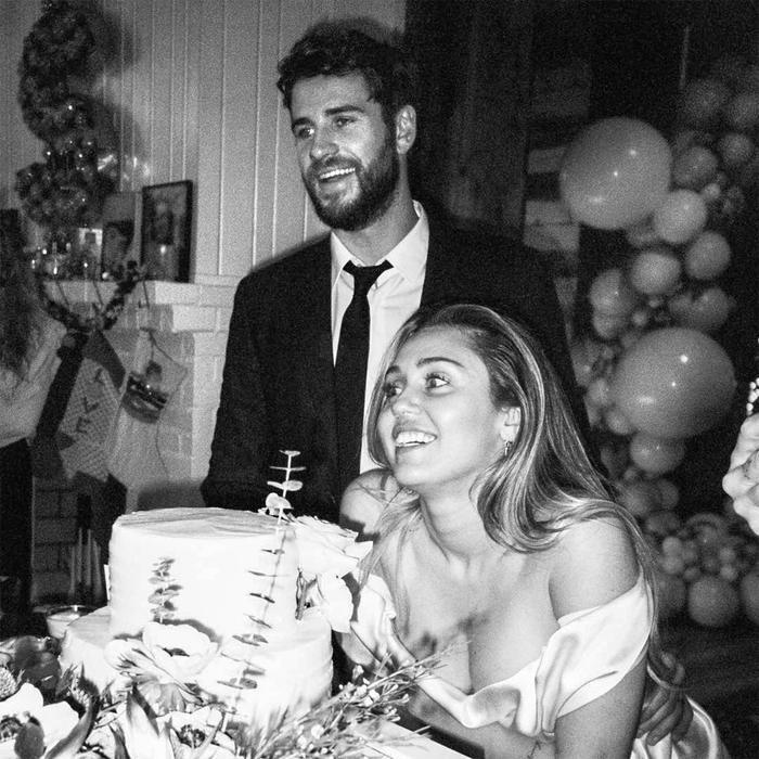 Hy vọng sau khi Miley Cyrus trút hết nỗi lòng của mình với ca khúc mới này, nữ ca sĩ và Liam Hemsworth sẽ sớm quay về bên nhau.