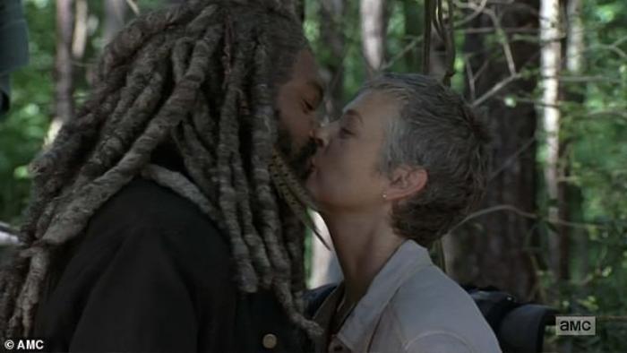 Ezekiel cùng Carol