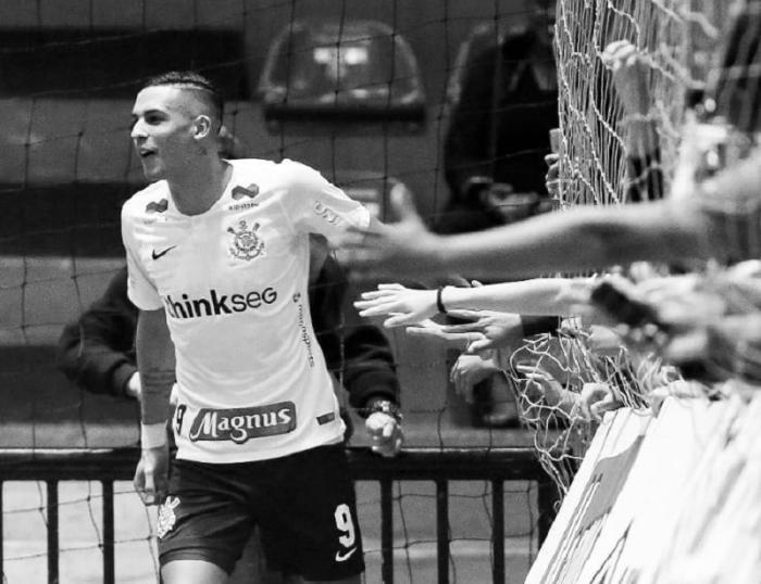 Tiền đạo Douglas là chân sút chủ lực của đội futsal Corinthians ở Brazil.