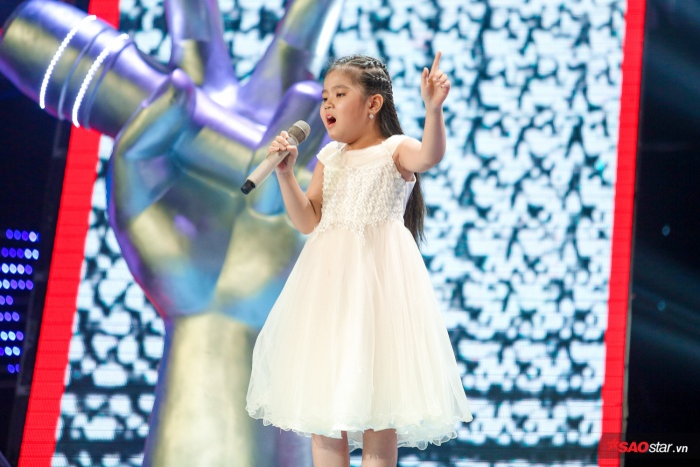 Tài năng âm nhạc nhí – Ngô Minh Hằng chỉ mới 7 tuổi nhưng sở hữu chất giọng đầy nội lực.