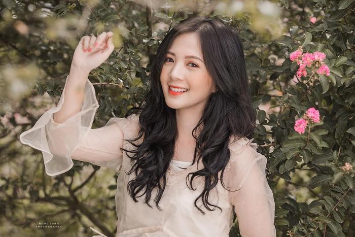 Nguyễn Hoàng Ngọc Huyền sinh ngày 7/4/1997, là Tân cử nhân khoa Tâm lý học trường ĐH Sư phạm Hà Nội.