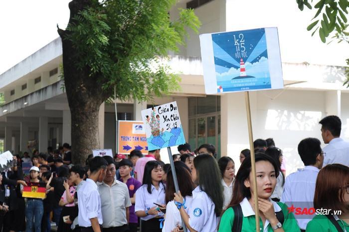 Khoa Xã Hội Học cũng tiếp đón các tân sinh viên nhiệt tình không kém.