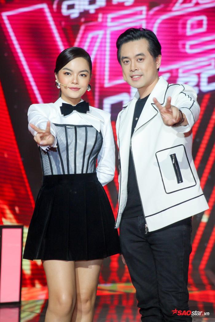 Cặp đôi huấn luyện viên Phạm Quỳnh Anh - Dương Khắc Linh.
