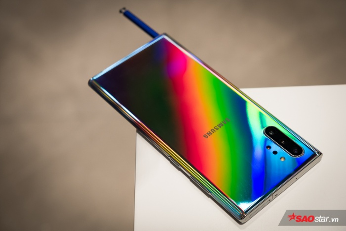 Ngoài ra, Galaxy Note mới cũng trang bị công nghệ sạc pinSuperfast Charge 45W, cho thời lượng sạc đầy 30 phút sử dụng cho một ngày. Pin trên thế hệ này lần lượt là 3.500 mAh và 4.300 mAh.