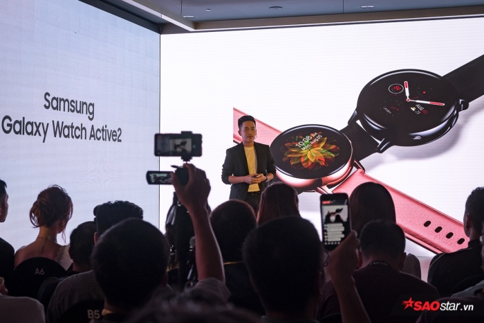Trong sự kiện ra mắt Galaxy Note10 tại Việt Nam, Samsung cũng giới thiệu Galaxy Watch Active 2 vớinhiều cải tiến đáng chú ý như đi kèm khả năng chống nước lên đến 5ATM (và IP68), nâng khả năng chịu va đập với chuẩn MIL-STD-810G và Gorilla Glass DX+ để bảo vệ màn hình. Galaxy Watch Active 2 kết nối LTE cho phép người dùng nhận và thực hiện cuộc gọi ngay từ đồng hồ. Ngoài ra, Watch Active 2 còn hỗ trợ dịch câu thoại và văn bản theo thời gian thực với hơn 16 ngôn ngữ, trong đó có tiếng Việt.