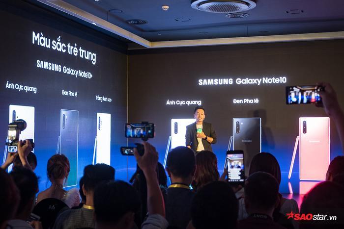 Các phiên bản Note10 đầu tiên được bán ra tại Việt Nam sẽ có ba màu trắng, đen và đỏ trong khi Galaxy Note 10+ là trắng, đen và màu cực quang.